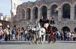 arena di verona veneto foto colosseo fotografie italia anfiteatro romano esterno cavalli giro turismo attivitá