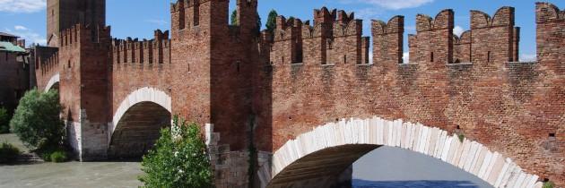 verona veneto italia ponte scaligero acqua turismo